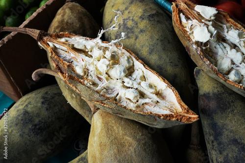 Obraz na płótnie open baobab fruit