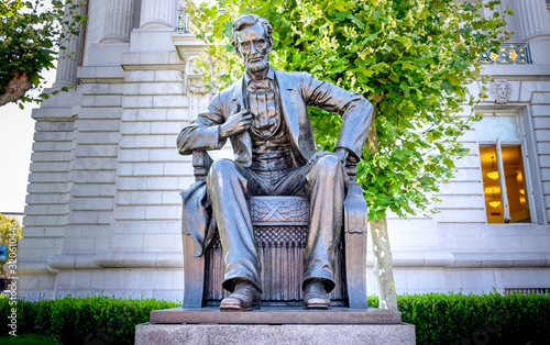 Photo Statue of Abraham Lincoln in Front of City Hall San Francisco