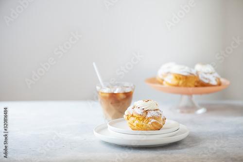 Custard cakes with cream Fototapet