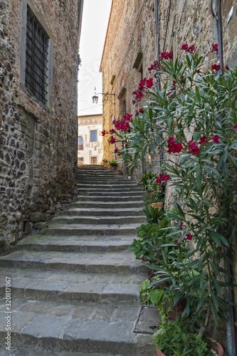 anghiari vicolo con scale in pietra