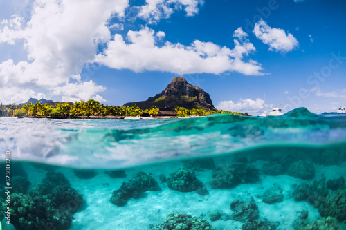 Photo Blue ocean underwater and Le Morne mountain in Mauritius.