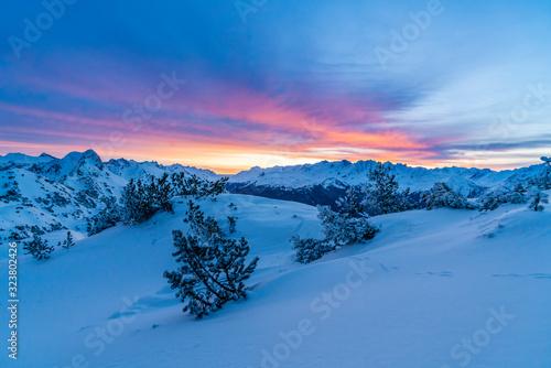 Canvas Print Morgenrot im verschneiten Hochgebirge
