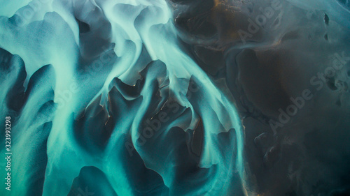 Fotografia Aerial view from above on a green and blue glacier river stream in  South Iceland