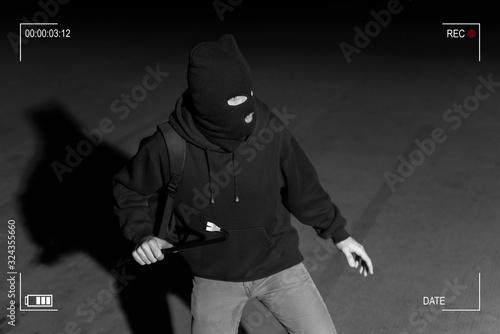 Canvastavla Robber Prepared For Crime In Dark Alley