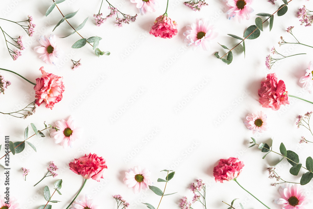 Flowers composition. Frame made of pink flowers and eucalyptus branches on white background. Valentines day, mothers day, womens day concept. Flat lay, top view <span>plik: #325648811 | autor: Flaffy</span>