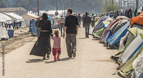 Fotografia Greece, Idomeni (border with Macedonia), March 22nd 2016: the biggest refugee camp in Europe at that time, hosting up to 11