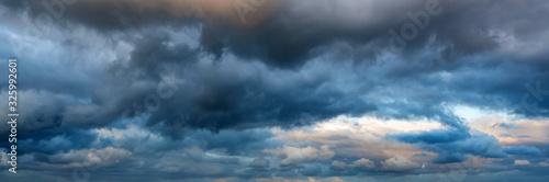 Obraz na plátně Dramatic panoramic skyscape with dark stormy clouds