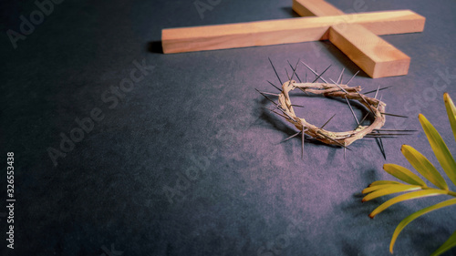 Fotografia Lent Season,Holy Week and Good Friday concepts - image of wooden cross,crown of