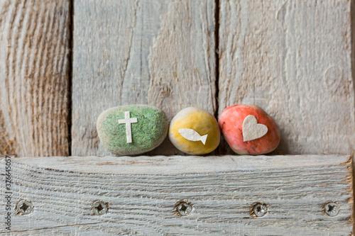 Foto Kommunion, Konfirmation, Firmung, Taufe - bunte Steine mit Kreuz, Fisch und Herz