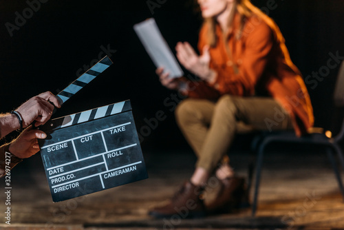 Fotomural selective focus of actor with clapboard in front