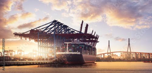 Fotografiet Container Schiff  Hamburg Hafen