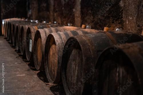 Fotografia tonneau dans une cave à vin