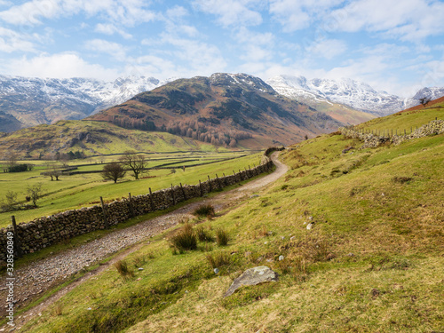 Fényképezés The Cumbria Way going through Great Langdale in the English Lake District