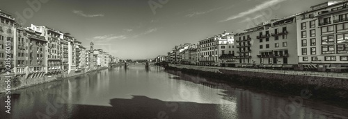 Fototapeta premium italia Florencja stary most na rzece