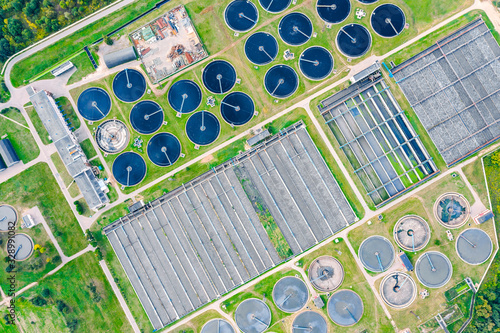Fotografiet aerial top view of round water settlers for sewage recycling