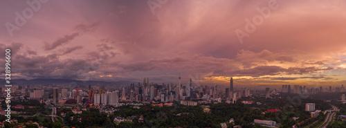 Photo KUALA LUMPUR, September 9, 2019: Aerial panoramic view of Kuala Lumpur, Malaysia during majestic sunrise