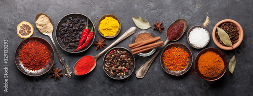 Fotografía Various spices in bowls and spoons