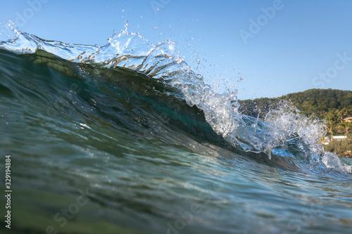 Photo Splashing waves, Byron Bay Australia
