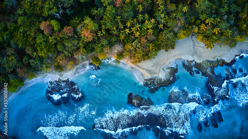 Stampa su Tela Magnificent aerial shot of a blue tropic lagoon with crystal clear water surrounded by beach and palm trees