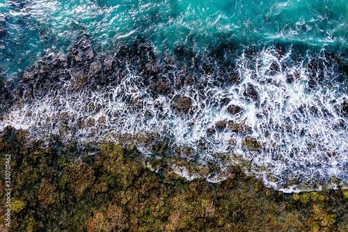 Carta da parati Closeup shot of a shoreline with crashing waves of a 3D map on canvas