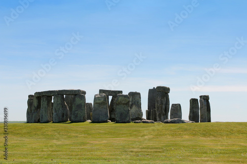 Obraz na plátně View of Stonehenge with green meadow and blue sky on a sunny day in Spring, Unit