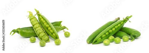 Fotografia fresh green peas isolated on a white background
