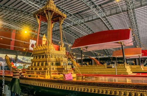 Woman Restoring Royal Barge in Royal Barges Museum in Bangkok, Thailand Fototapete