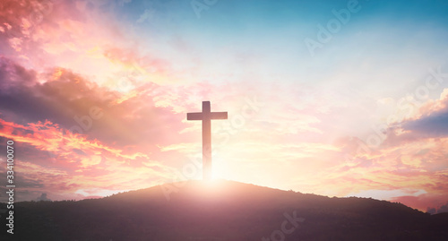 Fotografia Easter concept: The cross on mountain sunset background