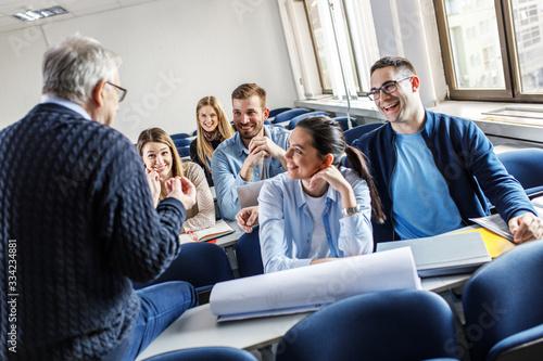 Obraz na płótnie College students listen to professor's lecture in class room.