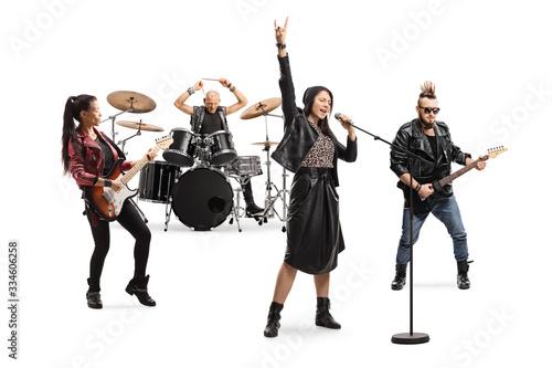 Carta da parati Female singer, male and female guitar players and a drummer in a band