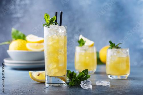 Fresh summer cocktail with lemons Fototapet
