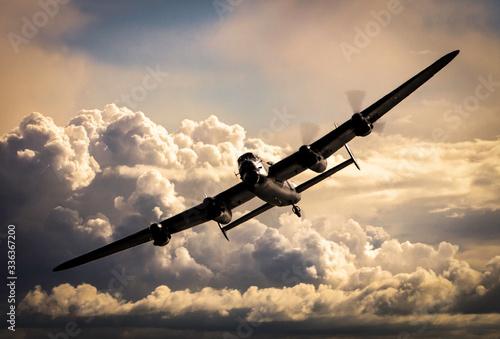 Carta da parati WW2 Bomber in the night sky