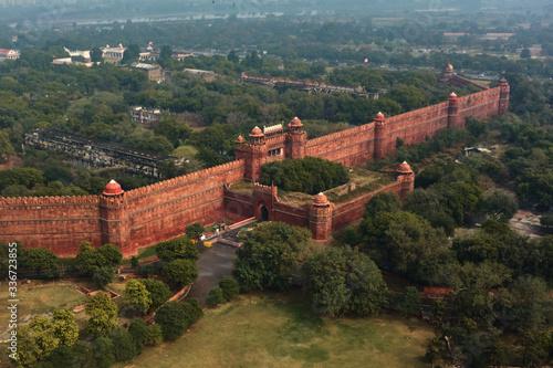 Fotografia, Obraz Red fort wall in New Delhi, India, aerial drone view