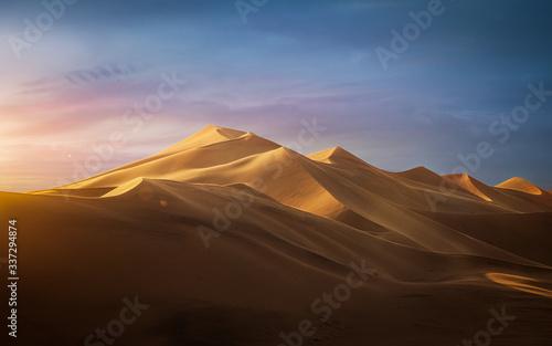 Fotografiet Sunset in the desert - Dune 7, Namibia