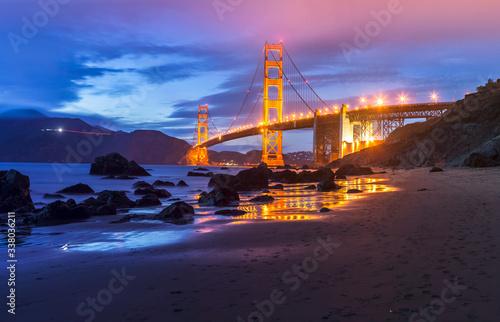 Canvas Print Golden Gate bridge by night in San Francisco - USA
