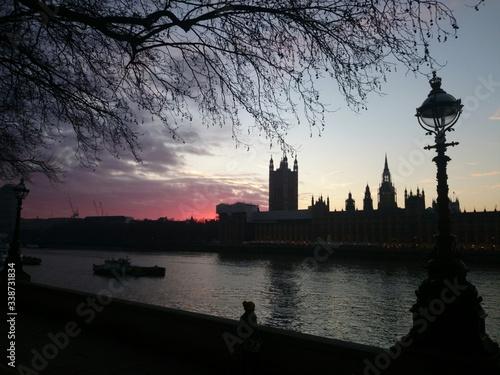 Fototapeta Silhouette Palace Of Westminster Against Sky At Dusk