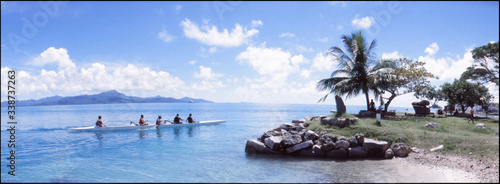Fotografia Panoramic View Of People On Canoe