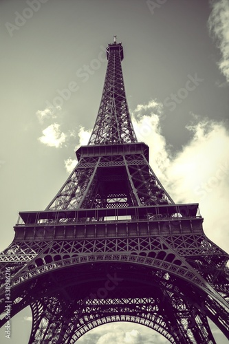 Close-up Low Angle View Of Eiffel Tower Fototapet
