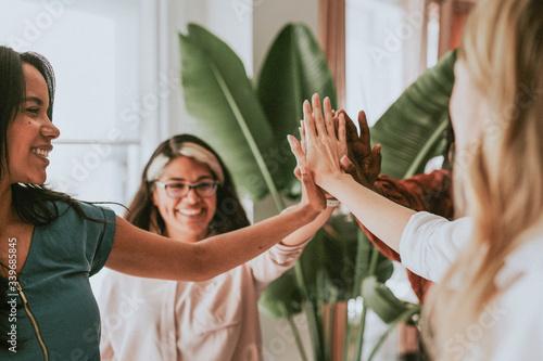 Valokuvatapetti Positive women teamwork