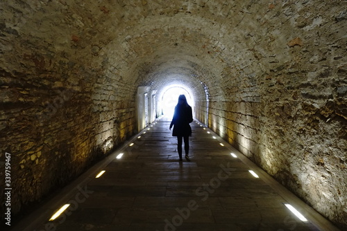 Photographie People Walking In Tunnel
