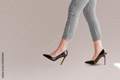 Fototapeta Businesswoman in heels