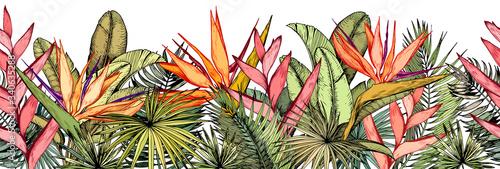 Obraz premium z tropikalnymi liśćmi palm, egzotycznymi kwiatami heliconia i strelitzia.