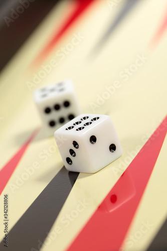 Fotografia Closeup board backgammon game with two dices