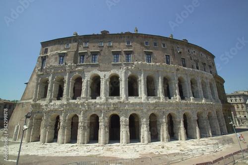 Fotografia Rome. Marcello's theatre built in the ancient Rome