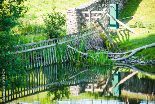 Photographie Deer gates on the river Bela Dallam Park