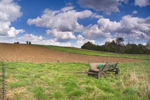 Wóz konny - wiosna na polach