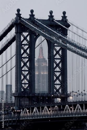 Billede på lærred View Of Empire State Building At Dusk