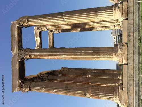 Fotomural Colonnades Against Sky At Temple Of Zeus