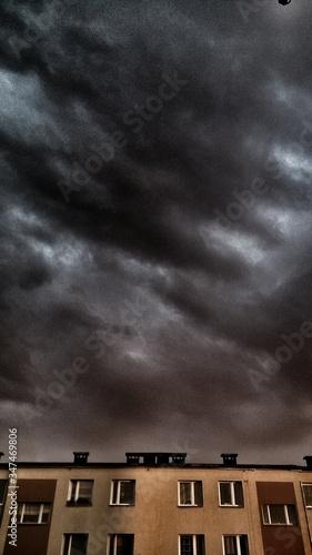Fotografie, Obraz Building Top And Heavy Sky
