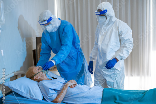 Obraz na płótnie Coronavirus covid 19 disease expert put air ventilator on infested coronavirus c